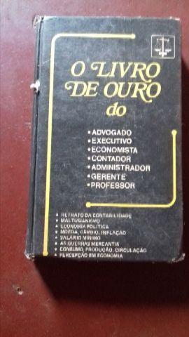 Uma colecao livros de direito com resumos das pr