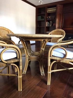 Conjunto de cadeiras e mesa para ambiente externo