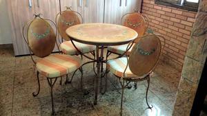 Conjunto de mesa com 4 cadeiras em ferro