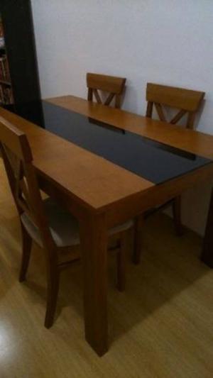Mesa de Jantar em Madeira com 4 cadeiras + Poltrona de Canto