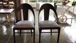 cadeiras em madeira arredondada