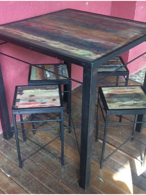 mesa de ferro com quatro bancos
