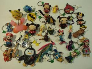 Lote com 28 chaveiros colecionáveis