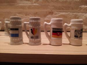 Mini canecas de porcelana para colecionar