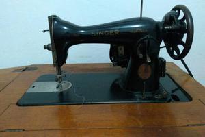 Máquina De Costura Doméstica Pretinha SINGER