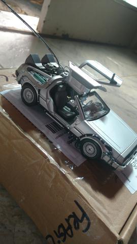 Miniatura DeLorean 1/24 em metal