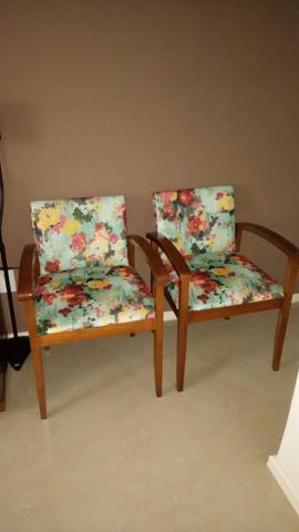 Oportunidade cadeiras em madeira