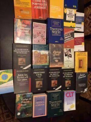 Lote 40 livros de direito