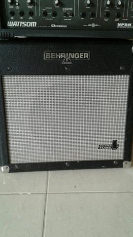Cubo de guitarra behringer válvulado