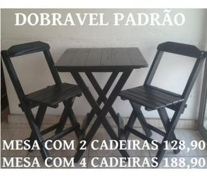 Conjunto de mesa com cadeiras dobráveis de madeira