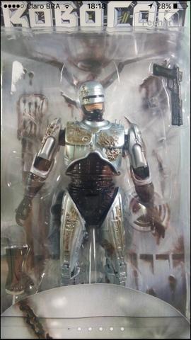 Bonecos robocop e exterminador neca