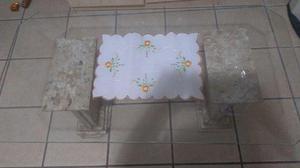 Mesa de vidro e pés de mármore