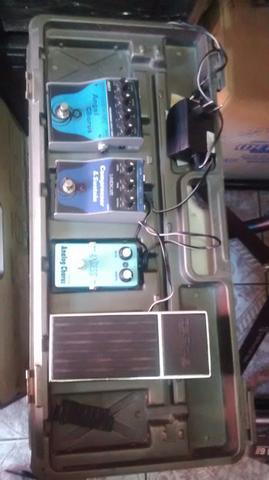 Set de pedais para guitarra com pedal board boss