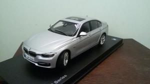 Miniatura BMW modelo 335 escala 1:18