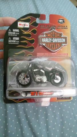 Miniatura da moto Harvey forty eight escala 1:24 nova na
