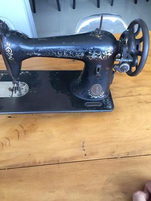 Máquina de costura antiga relíquia
