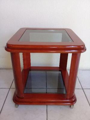 Mesinha de canto em madeira com tampas de vidro. Novíssima
