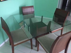 Mesa com tampo de vidro e quatro cadeiras - Cor Mate