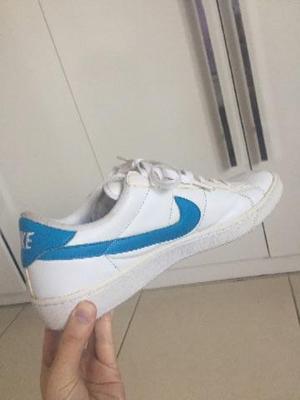 Tenis Nike azul e Branco Seminovo