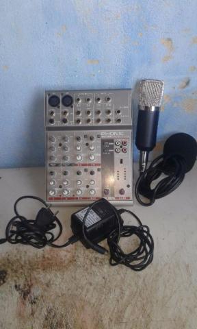 Mesa desom e microfone condensador
