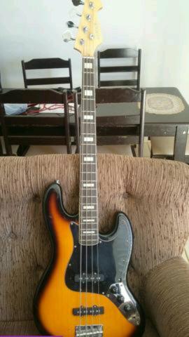 Baixo modelo jazz bass da Michael. parcelo em até 10 X