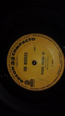 Beatles primeiro compacto simples gravado no Brasil em