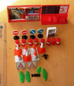 Lote 27 Peças Brinquedos Antigo Carrinhos Placas E Cones
