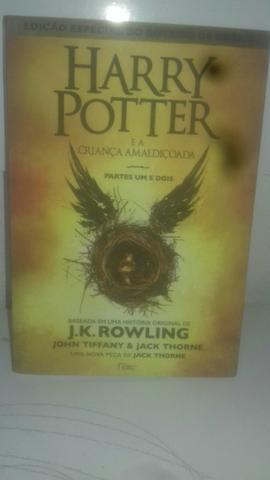 Livro do Harry Potter e a criança amaldiçoada