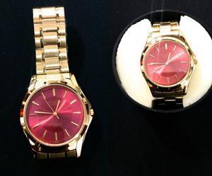 Relógio Dourado com mostrador vermelho