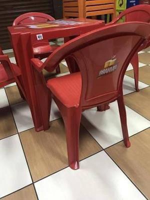 Mesa plástica Brahma com quatro cadeiras NOVA!
