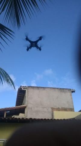 Drone aechane e5c filma e tira fotos