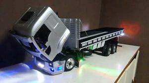 Ford cargo miniatura com um metro