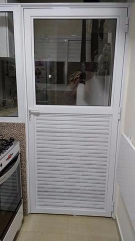 Porta de Alumínio Branca(cozinha e área de serviço)
