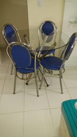 Vendo mesa inox com 4 cadeiras com tampo de vidro
