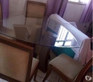 Vendo mesa com 4 cadeira em bom estado