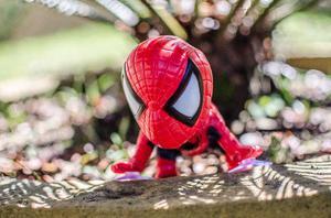 Boneco Herói Homem Aranha com ventosa para vidros - Marvel