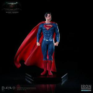 Action Figure Superman Iron Studios