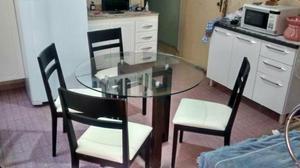 Mesa madeira maciça c/ 4 cadeiras e tampo de vidro