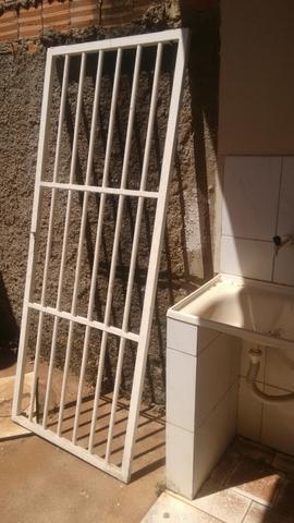 Grade ferro para porta 83x205cm