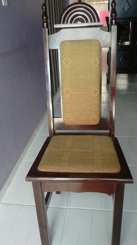 Mesa 8 cadeiras antiga e guarda louças,excelente