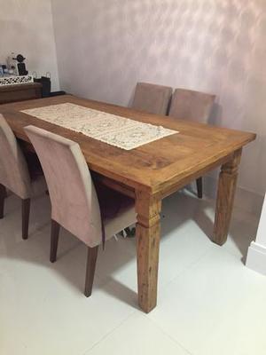 Mesa de jantar rústica sem cadeiras