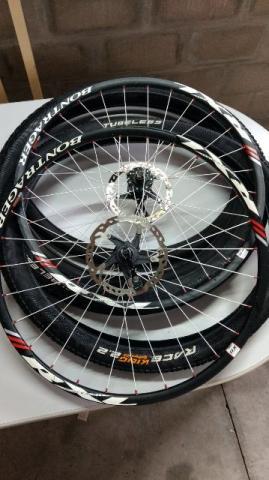 Rodas Bontrager Scandiun completas, cubo rotor e pneus