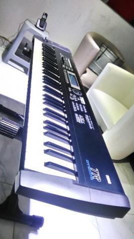 Teclado Korg TR 76 Workstation