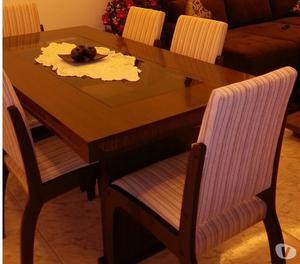 Vendo linda mesa de jantar, jogo de jantar em madeira.