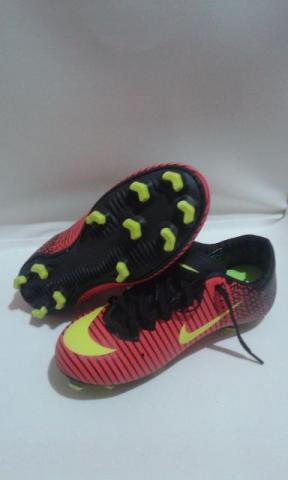 Chuteira de campo Nike