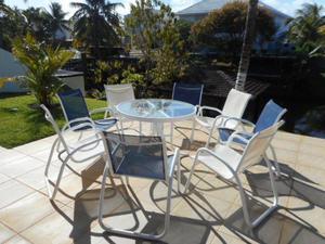 Conjunto de 8 Cadeira e Uma Mesa Redonda Com Tampa De Vidro