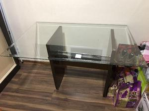 Mesa Tampo de vidro e cadeira Escritório