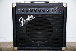 Cubo Fender Frontman