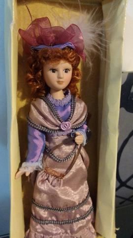 """Bonecas de Porcelana da Coleção """" Damas de Época"""""""