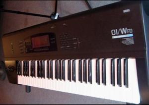Teclado sintetizador korg modelo 01/wfd